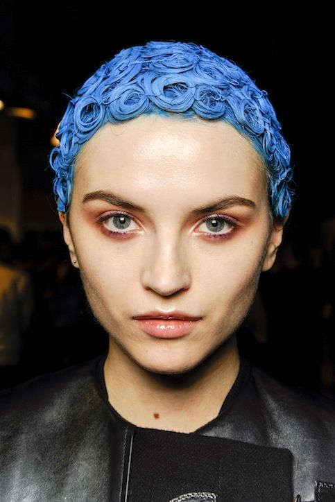 givenchy-crazy-blue-hair-helmut-h724