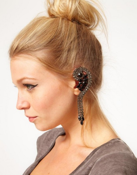 black-earrings-asos-rhinestone-ear-cuff-with-swarovski-stones-img-2-802x1024