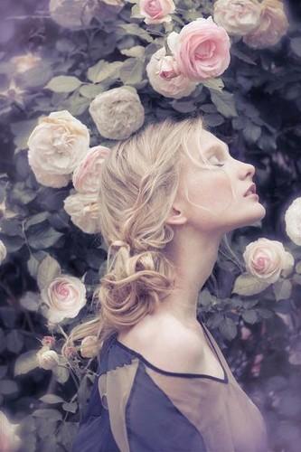 blonde-cute-fashion-flower-flowers-Favim.com-280992