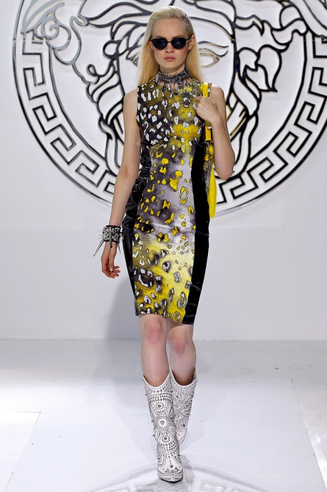 1362065556_fashion_week_in_milan_versace_collection_autumn_winter_2013_2014_26
