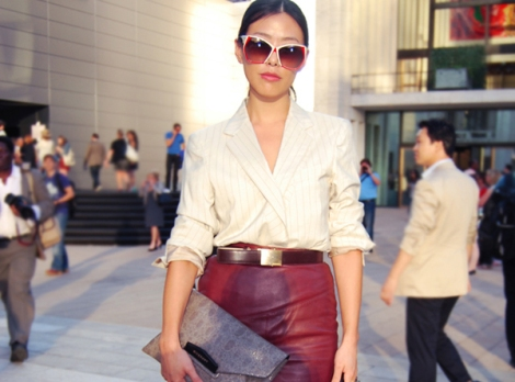 givenchy-clutch- cool funky trendy stylish sunglasses-women street style- street strut