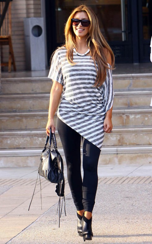 Kim-Kardashian-Stripes-Fashion-090109-2-492x787
