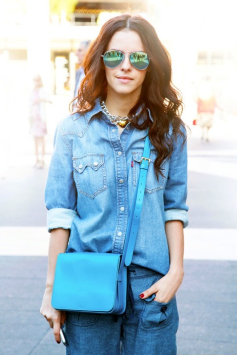 nyfw-street-style-new-york-fashion-week-ss-2013-spring-summer-chain-necklace-denimon-denim-chambray-bright-blue-crossbody-bag-mirrored-sunglasses-via-elle-magazine