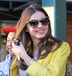 statement-sunglasses-main-miranda-kerr-300x319