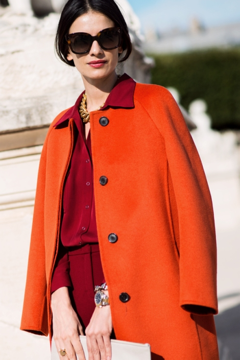 STREET-STYLE-RED-HOT-COATS-FASHION-WEEK-SS-2013-RED-COAT-OVER-SHOULDER-GOLD-CHAIN-NECKLACE-RED-COORDINATING-TOP-PANTS-WATCH-RING-CELINE-AUDREY-SUNGLASSES-VIA-THE-LOCALS-DK-Leilay-Yavari