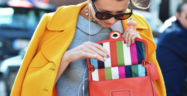 YELLOW-JACKET-FASHION-WEEK-STREET-STYLE-NATHALIE-JOOS-TALES-OF-ENDEARMENT-COLOR-BLOCK-STRIPE-BAG-TOMMY-TON-STYLE-COM-1-610x316