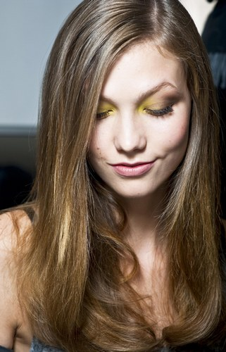 781377_XEOQSYONIQ4CQNYFRUGT5XRII268PM_make-up-estate-2011-ombretto-giallo-canarino-e-marrone-labbr_H143721_L