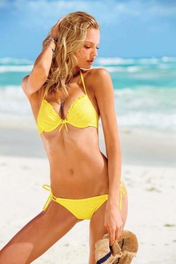 giallo-canarino-per-il-bikini-della-collezione
