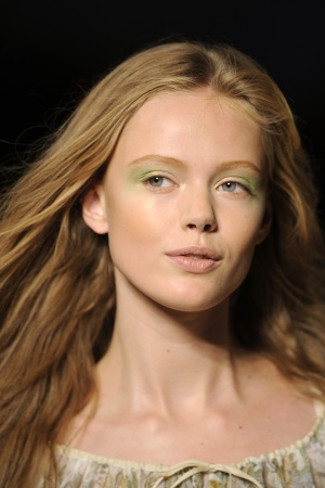 mineral-makeup-eye-makeup-trends-summer-2011