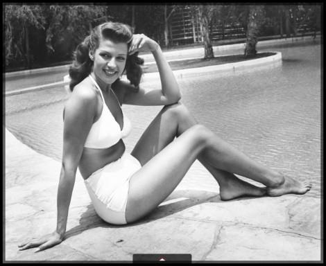 rita-hayworth-los-angeles-1945