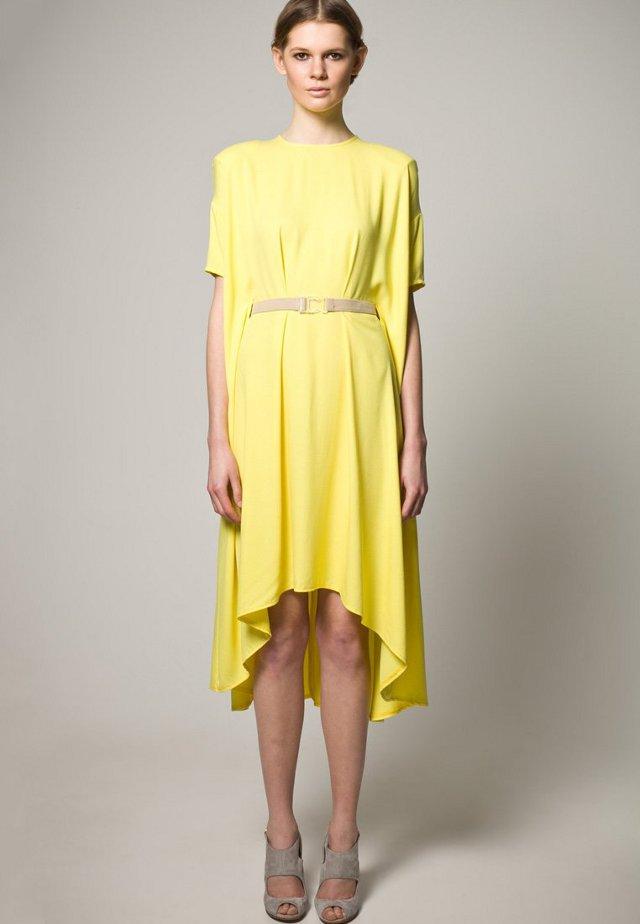 vestito-giallo-lungo-zalando-collection
