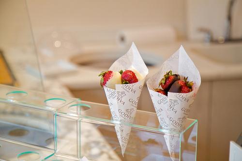 beautiful-food-godiva-photography-strawberries-Favim.com-117964