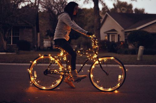 bicycle-fashion-girl-golden-houses-Favim.com-117677