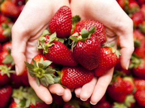 diy-acne-solutions-strawberries-537x402