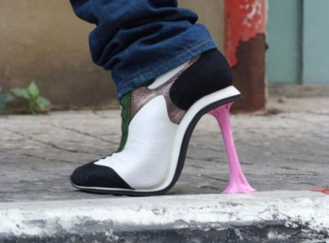 chewing-gum-high-heels-1102-1286800208-8-490x362