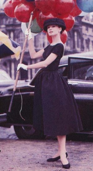 funny-face-audrey-hepburn-red balloons