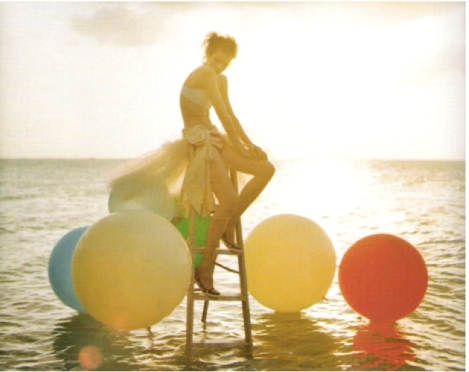tim-walker-balloons-8