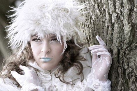 10-Frozen-Ice-Snow-Queen-White-Winter-Make-Up-Ideas-2012-For-Girls-1