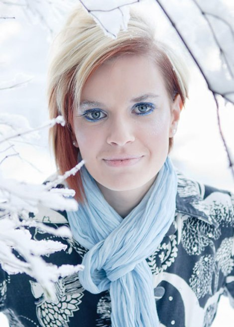 10-Frozen-Ice-Snow-Queen-White-Winter-Make-Up-Ideas-2012-For-Girls-4