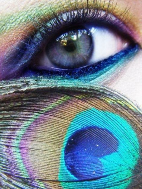 colorful-dramatic-eye-makeup-peacock-feather-Favim.com-411534