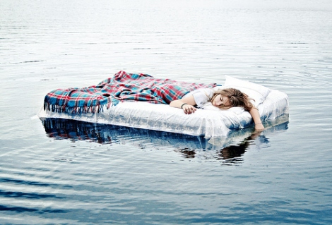 bed-fashion-floating-girl-pretty-sleep-Favim.com-50826