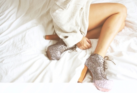 bed-fashion-girl-glitter-jeffery-campbell-Favim.com-269592