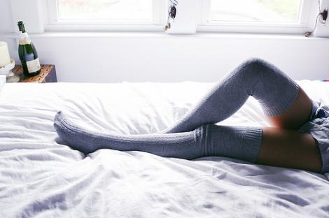 bed-fashion-girl-legs-morning-skinny-Favim.com-99921