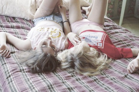 friends,twogirls,friendship,girl,bed,fashion-afa1392f026678ff4e42b85ad1c7679c_h