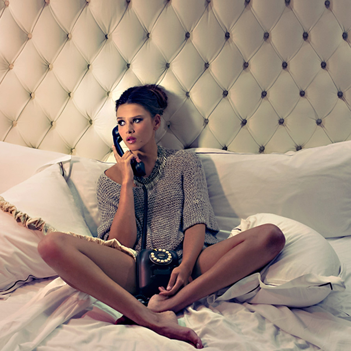 ilovegreeninsp_beverly-hills-fashion-editorial-shoot-bound-by-amelia-strauss-graham-yelton-india-wadsworth-sweater-in-bed-on-telephone