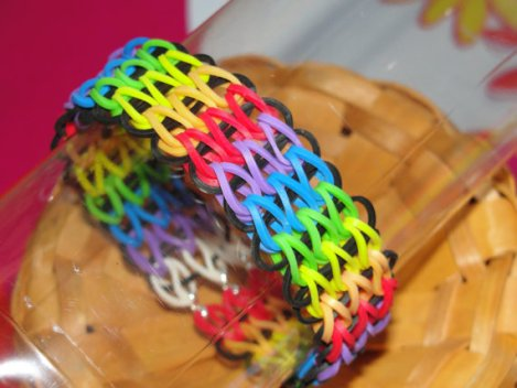 triple-single-rainbow-loom-bracelet-mommyscraftbox_zpsa99ed637