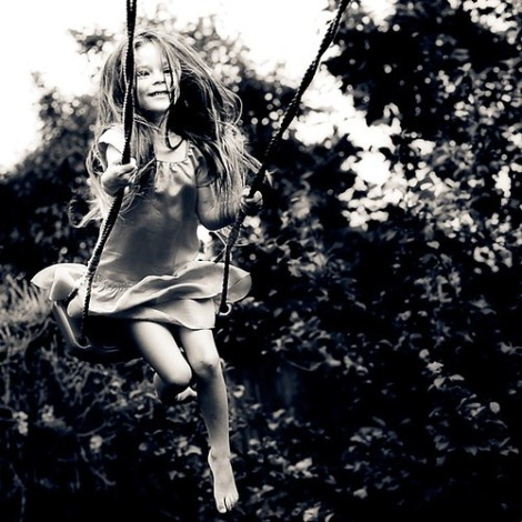 black,and,white,fashion,little,girl,photography,swinging,cute,and,fun-748e1fe11ff581ab34d63887f907695e_h