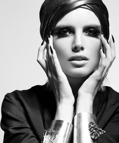 fantastic-female-fashion-black-and-white-photography-01