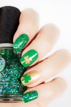 green shamrock nails - st. patricks day nail designs-t14738