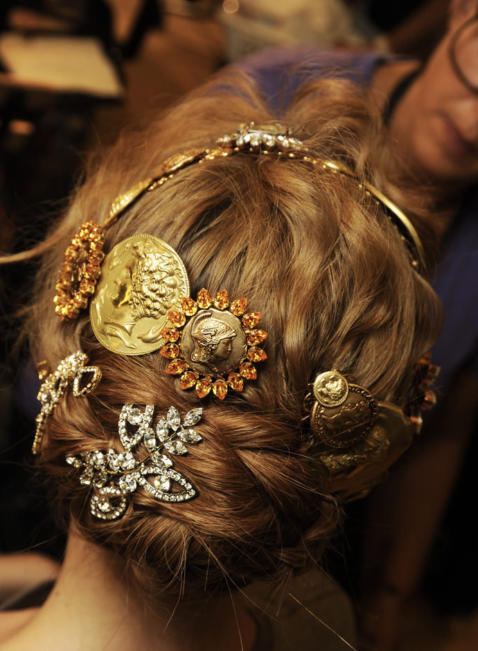 Spring-summer-2014-hairstyles-trends-from-Dolce-and-Gabbana-fashion-show-08