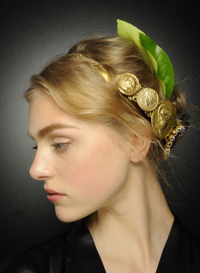 Spring-summer-2014-hairstyles-trends-from-Dolce-and-Gabbana-fashion-show-10