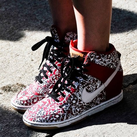 1c4883a0fc2fb3ee_Nike-Printed-Sneakers.preview