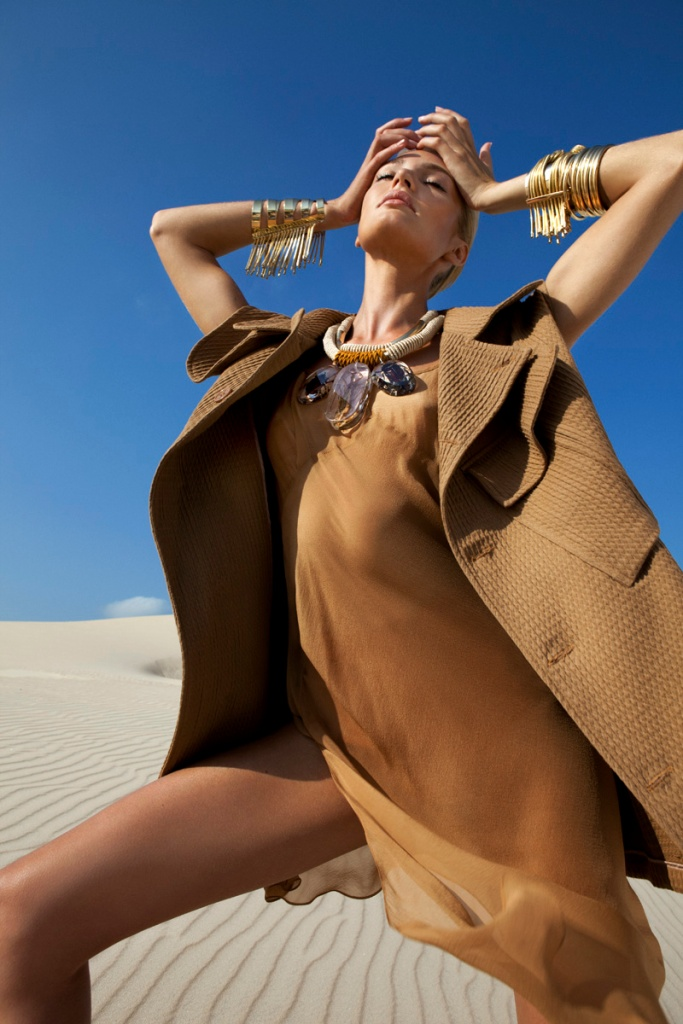 Candice Swanepoel by J.R. Duran (Queen Of The Desert – Vogue Brazil October 2011) 2