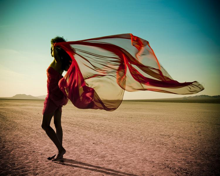 Desert-fashion-photography-feeling-hot-summer-11