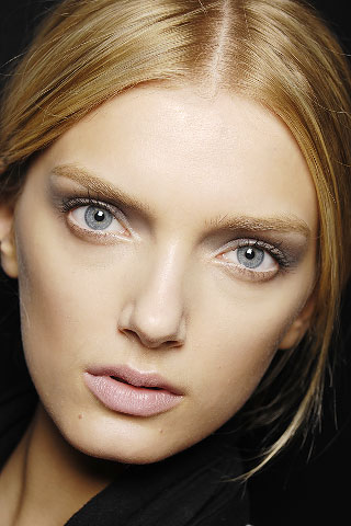 lips-nude-makeup