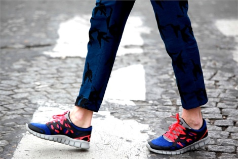 Sneakers-si-portano-Sophisticated-Casual-Chic-pantaloni