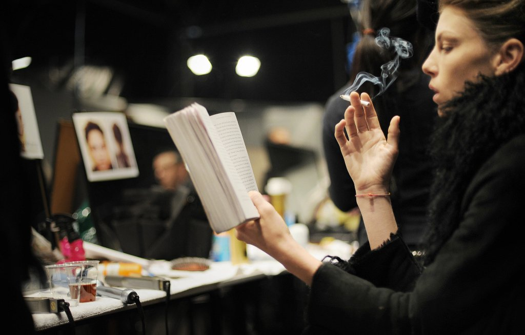 model-read-while-smoking-cigarette-backstage-during-Milan-Fashion