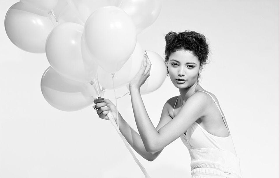 girl-hold-white-balloons-black-white-photo
